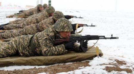 Две тысячи казахстанцев поступили на контрактную службу в 2014 году