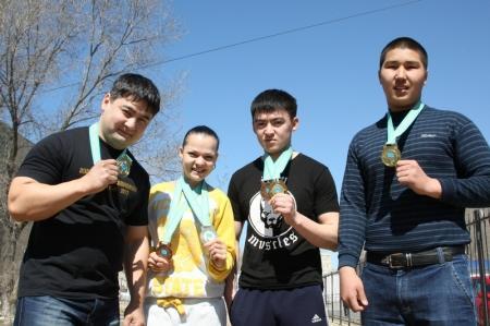 Спортсмены из Мангистау стали победителями кубка Казахстана по пауэрлифтингу и чемпионата страны в отдельных упражнениях