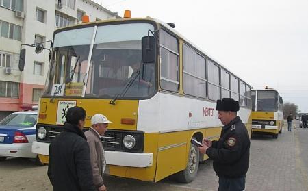 В Актау инспекторы полиции проверили школьные автобусы