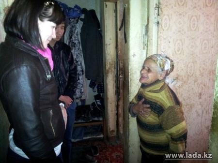 Жительница ветхого дома в Актау по-прежнему отказывается переезжать в новую квартиру