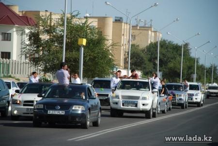 В полиции разъяснили, почему в Актау автопатруль сопровождал свадебный кортеж в сторону, противоположную штрафстоянке