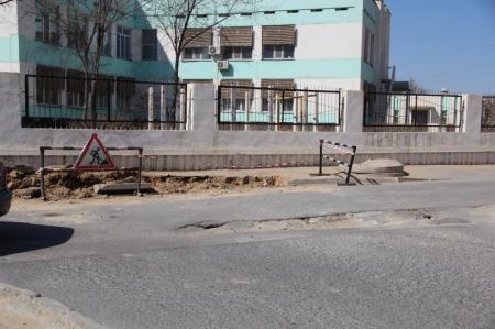 Сагынгали Амангельдиев: Провал асфальта в 28 микрорайоне происходит по причине изношенности трубопровода