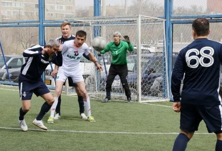 В ветеранском турнире по мини-футзалу за четыре тура забито 144 мяча