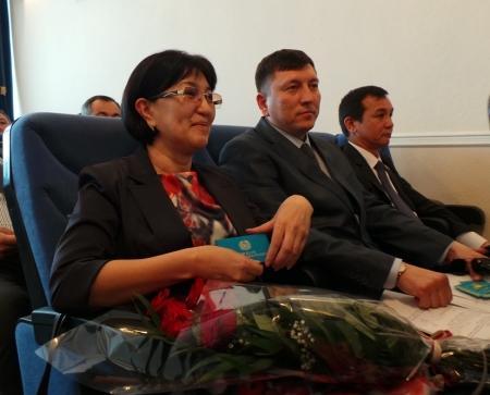 Аким Актау поздравил нового депутата городского маслихата