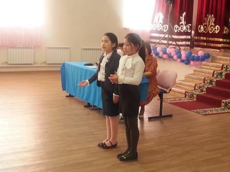 Учителя средней школы №16 собрали 150 тысяч тенге для семьи погорельцев из поселка Приозерный-3
