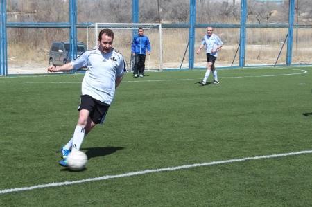 В ветеранском турнире по мини-футболу определились три команды-полуфиналиста