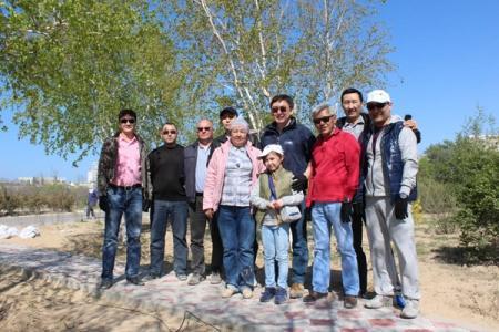 Сотрудники Филиала «Каспий Меруерты Оперейтинг Компани Б.В.» в рамках «Национального дня посадки леса» посадили деревья в ботаническом саду.
