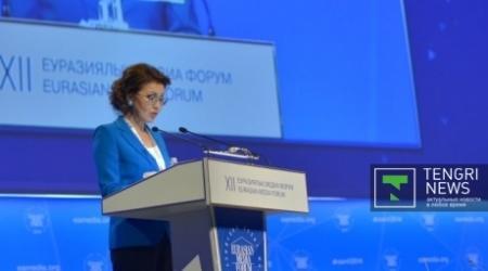 Общество должно научиться защищаться от истерии в соцсетях - Назарбаева