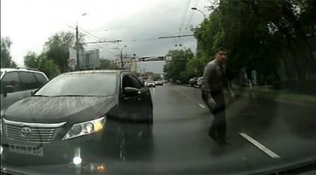 """Совершивший выезд на встречку """"комитетчик"""" в Алматы не будет наказан"""