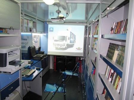 Мангистауская универсальная библиотека приобрела мобильный комплекс с системой спутниковой связи для обслуживания аулов