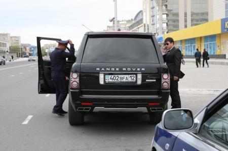 Калдымурат Айгараков: В Актау за выходные дни на штрафную стоянку были водворены 17 автомашин из свадебных кортежей