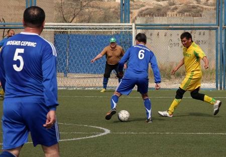 В ветеранском турнире по мини-футболу накаляются страсти