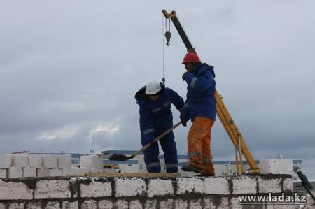 На строительство трех 120-квартирных и двух 60-квартирных домов в Актау выделят 300 миллионов тенге