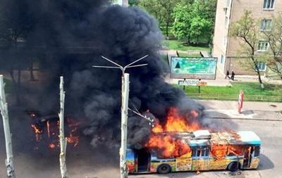 В Краматорске горят маршрутки и троллейбусы, слышно стрельбу - СМИ
