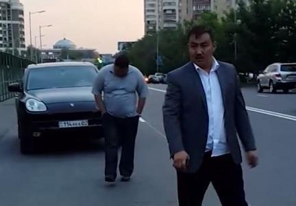 На 5 суток арестован водитель Porsche, помочившийся на свой автомобиль в центре Алматы