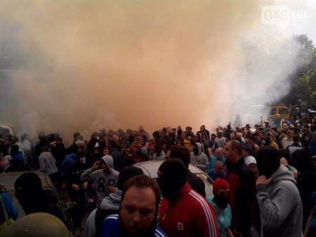 В Одессе идут столкновения между радикалами и сторонниками федерализации — прямая трансляция