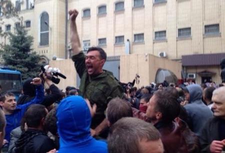 В Одессе штурмуют здание МВД: милиция отпустила 67 задержанных после событий 2 мая