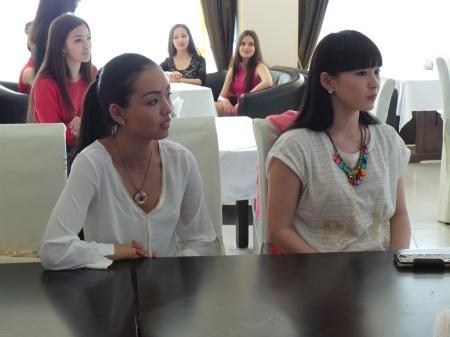 Артур Толепов провел урок актерского мастерства для молодежи Актау
