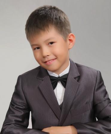 Актауский школьник Темирлан Джандалиев занял первое место на международном конкурсе юных вокалистов