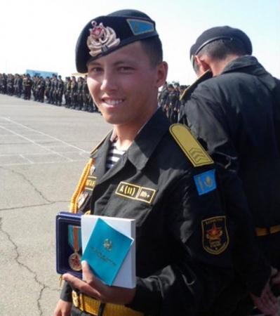 Мать погибшего в Актау морского пехотинца считает, что в воинской части у солдат требовали деньги