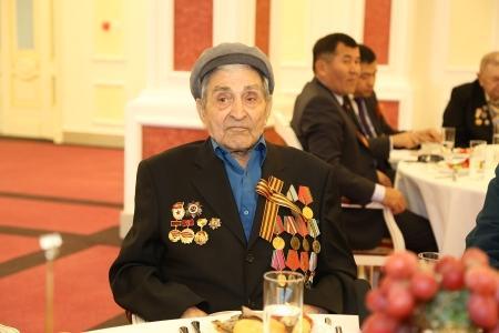 В Актау ветеранам Великой Отечественной войны вручили по 100 тысяч тенге