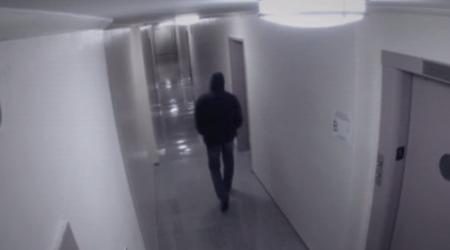 Камера впервые засняла нападение призрака на человека