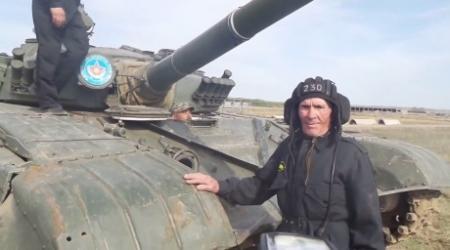 Танкист Великой Отечественной уничтожил условного противника из современного танка