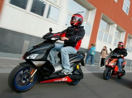 В Казахстане владельцам мопедов и скутеров придётся получать водительские права