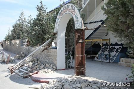 На набережной Актау сегодня будут сносить кафе «Равиль»