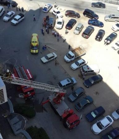 В 12 микрорайоне Актау горит квартира