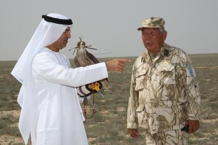 В Мангистауской области делегация из Арабских Эмиратов выпустила в небо 80 соколов-сапсанов
