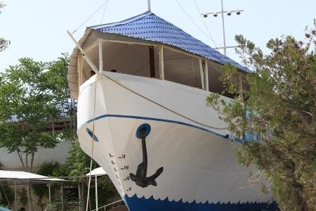Руководство кафе «Равиль» хочет перевезти «кораблик»
