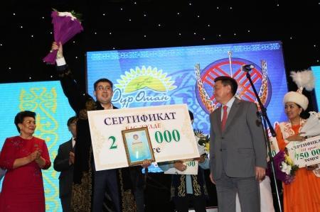 Два миллиона тенге получил атырауский акын на айтысе в Актау