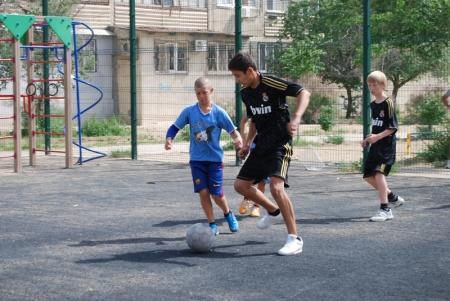 В Актау воспитанники детских домов сыграли в футбол