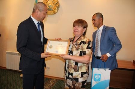 В Актау наградили работников культуры
