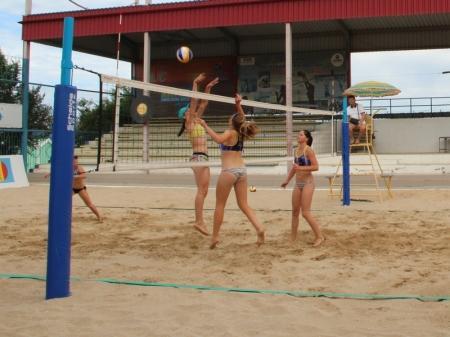 В Актау стартовали первые игры XVII чемпионата Казахстана по пляжному волейболу
