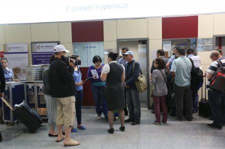 Рейс Актау-Алматы задержали на 12 часов