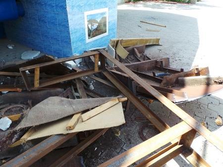 Кафе «Равиль» обещали демонтировать полностью до понедельника