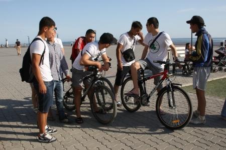 Полиция запретила прокат велосипедов и детских автомобилей на набережной Актау