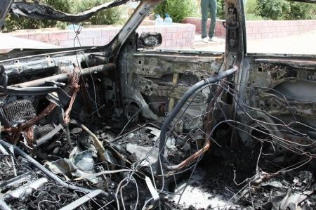В Актау загорелась и взорвалась автомашина