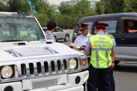 В Актау 15 автомашин, арендованных выпускниками, были водворены на штрафстоянку