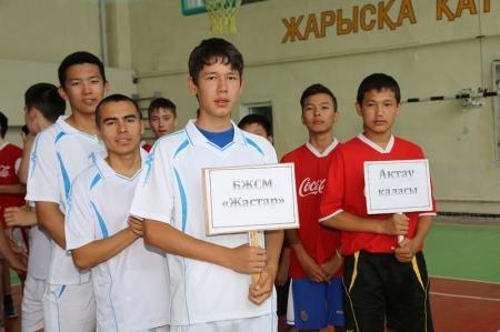 В Актау прошел открытый турнир по волейболу