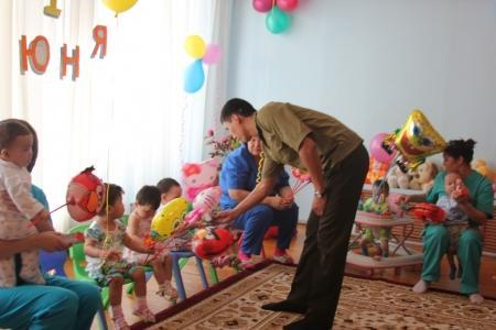 Пожарные поздравили воспитанников Дома малютки с Днем защиты детей