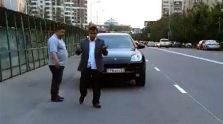 Справивший нужду на Porsche Cayenne лишен прав почти на два года в Алматы