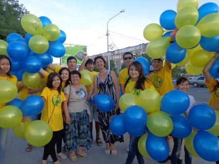 Студенты Актау меняли воздушные шары на улыбки