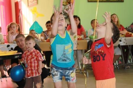 Благотворительный фонд АДАЛ поздравил своих подопечных с Днем защиты детей
