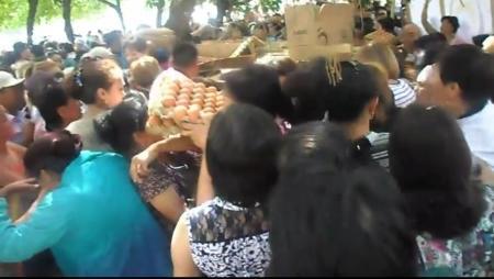 В настоящую бойню превратили шымкентцы благотворительную акцию