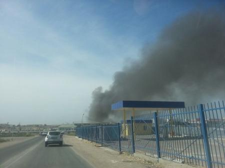 В Актау на автобазе рядом со штрафстоянкой произошел пожар (ДОПОЛНЕНО)