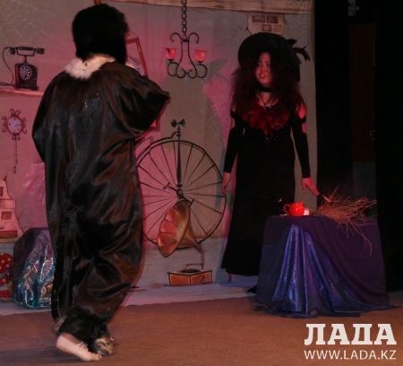 В Актау прошел благотворительный спектакль в помощь приюту для бездомных животных