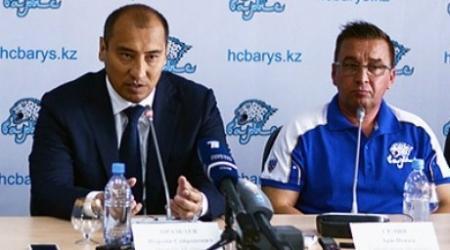 Сборная Казахстана по хоккею осталась без тренера и менеджера